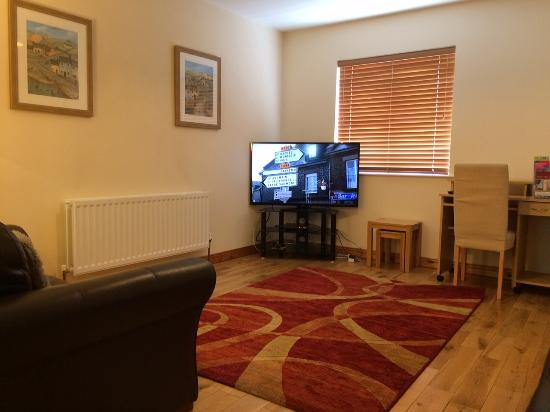 Stable Court Lodging: Two Bedroom House