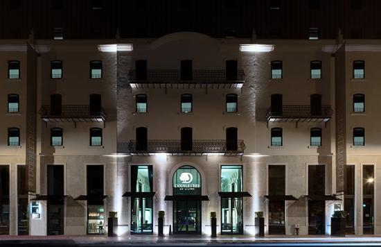 DoubleTree by Hilton Lisbon - Fontana Park : facade by night