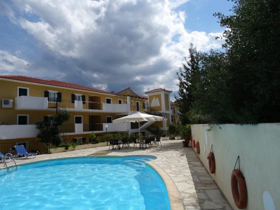 Kalokeri Apartment Suites: Front of apartments