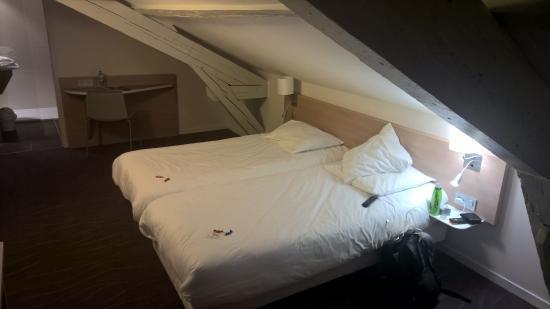 Brit Hotel Macon Centre Gare : bed