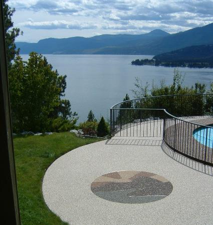 Vernon, Kanada: The Pool & Great Views of Lake Okanagan
