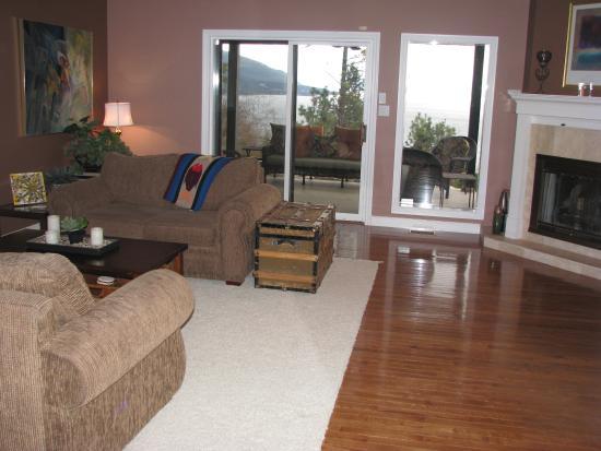 Vernon, Kanada: Main Floor Relaxing