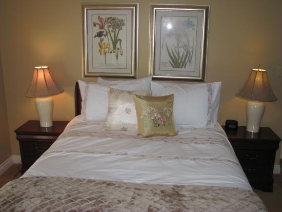 Vernon, Canada: Lakeview Suite Queen Bed