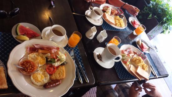 โรงแรมเดอะแกลเลอรี: Perfect breakfast for 99 Baht