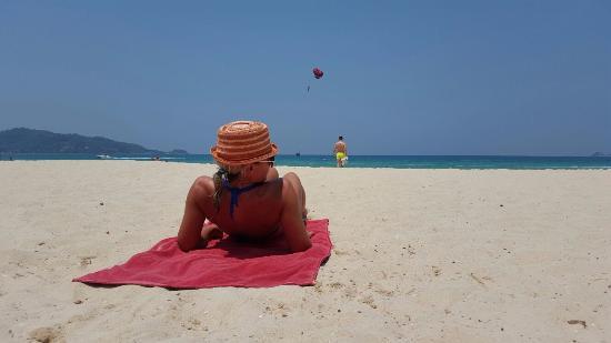 โรงแรมเดอะแกลเลอรี: Fantastic beach (Patong)