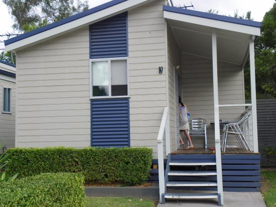 Emu Plains, Australia: Our cabin 2 bed sleeps 5 bathroom kitchen and lounge dining. TV fans and aircon.