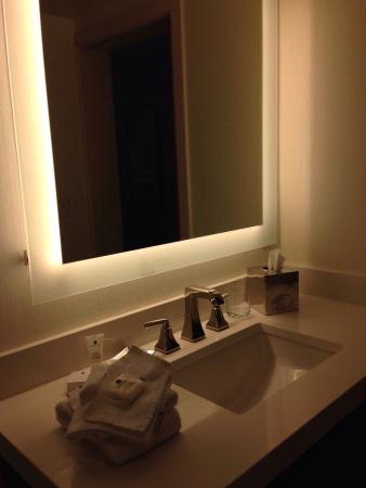 Crowne Plaza Hotel Philadelphia - King of Prussia: Clean hotel, comfy bed.