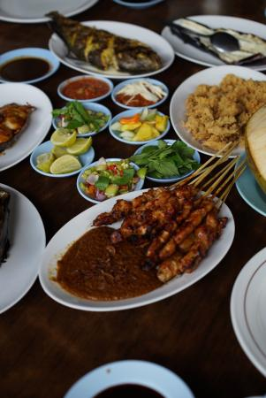 East Kalimantan Food Guide: 10 Must-Eat Restaurants & Street Food Stalls in East Kalimantan