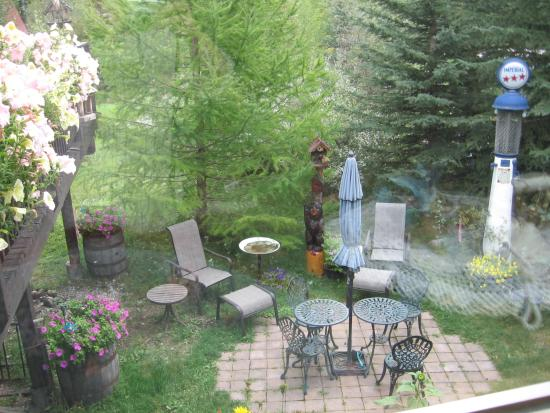 Homestead Bed & Breakfast: Your secret garden patio
