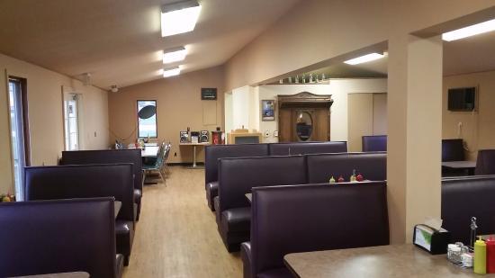 West Union, IA: Dining Area