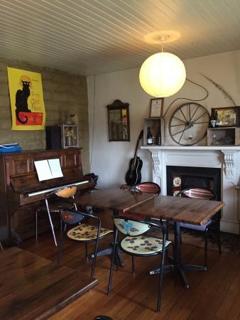 Shaky Bridge Wines & Bistro : Interior