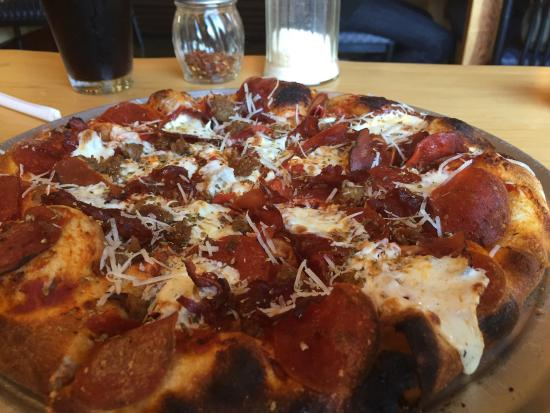 Tomaselli's Pastry Mill & Cafe: Me Want Meat pizza