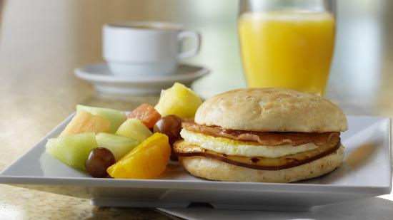 Hyatt Place Indianapolis Airport: Free a.m. Kitchen Skillet™