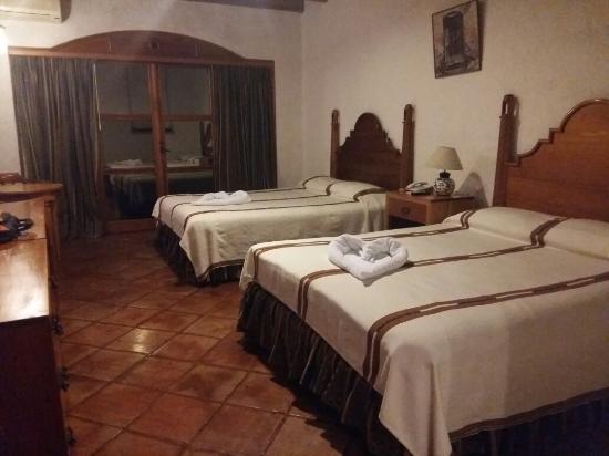 Hotel Posada de Don Rodrigo Panajachel: 20160217_214401_large.jpg