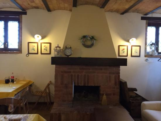 Credenza Antica Per Cucina : La credenza della nonna cè ancora foto di antica cucina rurale