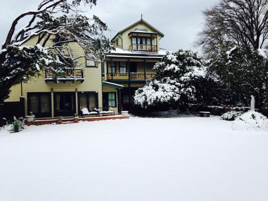 Leura House: Winter