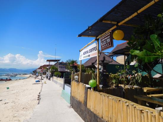 Lembongan Made Inn: Beachfront