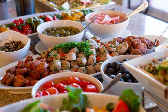 dinner buffet picture of sossusvlei lodge restaurant sossusvlei rh en tripadvisor com hk