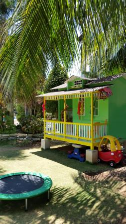Alona Golden Palm Resort: Play house for the kids.