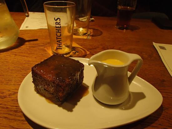 Croscombe, UK: Toffe pudding with cream