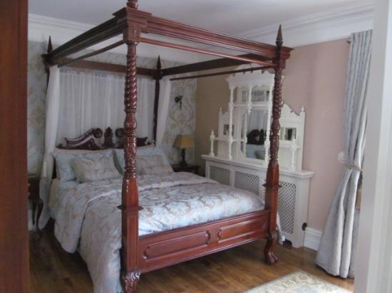 Riverside Lodge B & B: Kingsize four poster bedroom weith private entrance