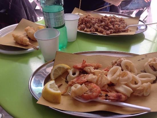 Frittura Di Calamari E Gamberi Foto Di Pesce Fritto E Baccalà
