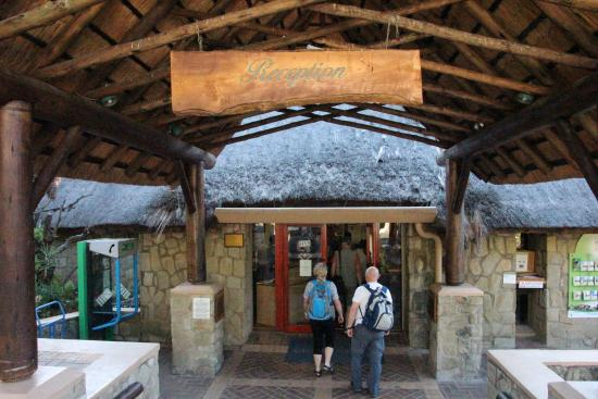 uKhahlamba-Drakensberg Park, جنوب أفريقيا: Eingang zur Rezeption/zum Shop