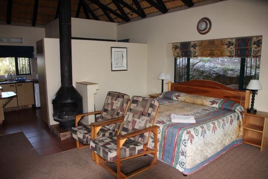 uKhahlamba-Drakensberg Park, جنوب أفريقيا: Zimmer, Blick Richtung Küche