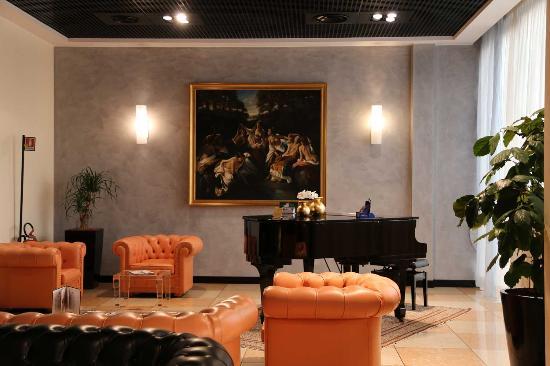Montresor Hotel Palace: Hall