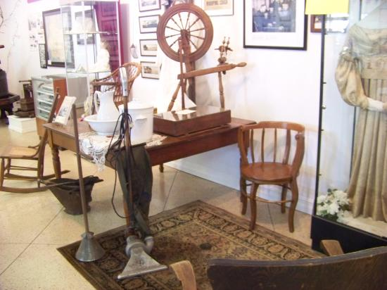 Kelleys Island, OH: Wow - the Vacuum cleaner is from around 1918! It is capable of supporting both AC and DC current