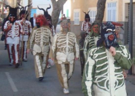 Sa Pobla, Spain: праздничная процессия