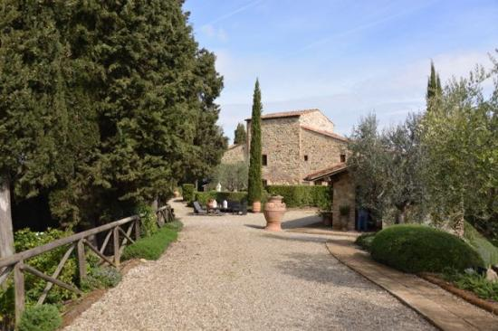 Tenuta Sant'Ilario: erster Blick auf die Anlage, rechts Rezeption