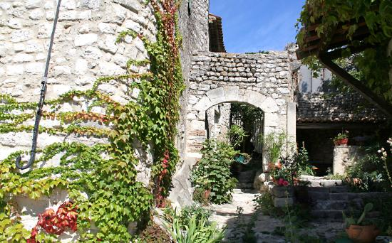 Photo de office de tourisme la garde adh mar la garde adhemar tripadvisor - Office du tourisme la garde ...