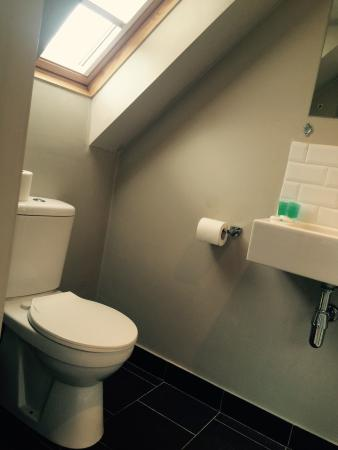 The William IV : Bathroom in a double en-suite