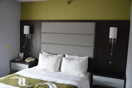 Quality Inn: room