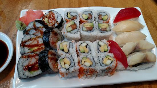 Toshi Sushi & Grill: Boston, tempura shrimp, East rolls, Tuna, White tuna & Mackerel sushi