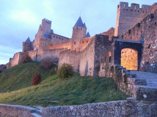 ch teau de carcassonne photo de ch teau et remparts de la cit de carcassonne carcassonne. Black Bedroom Furniture Sets. Home Design Ideas
