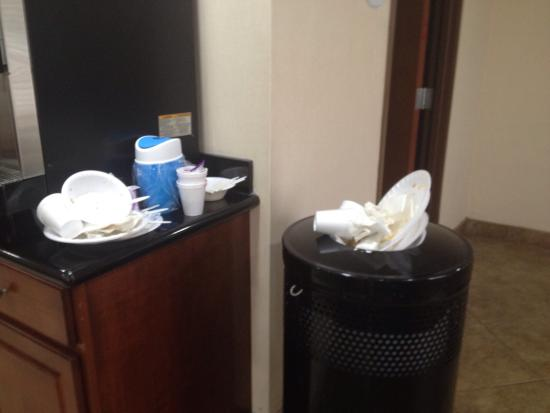 Baymont Inn & Suites Savannah South : Extremely disappointing breakfast service.