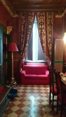 Antica Dimora de Michaelis: Entrance hallway to room with en-suite off