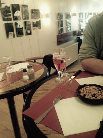 Bar-Restaurant Les Piétonnes: avant le rush ...