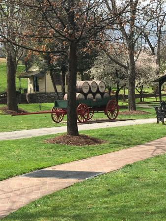 Loretto, KY: Very beautiful grounds and interesting your.