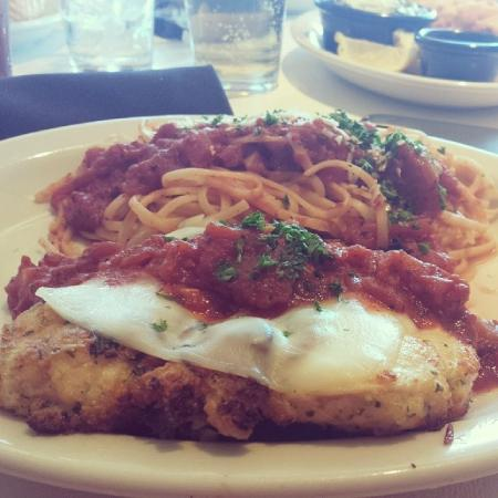 California Dreaming Restaurant & Bar: Chicken Parmesan