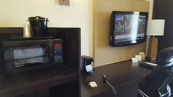 Sleep Inn Arlington Near Six Flags: Microwave, coffee machine and TV.
