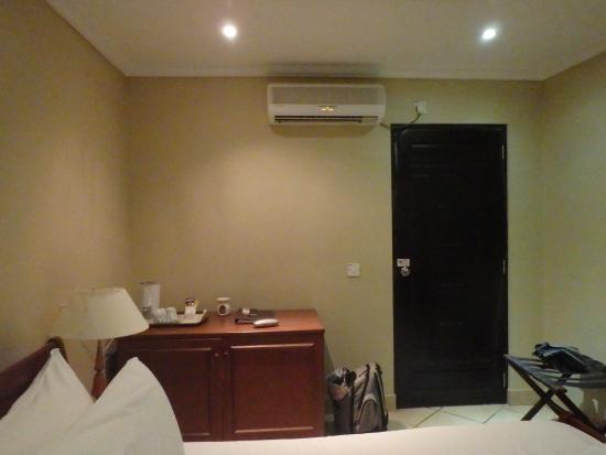 Berjaya Praslin Resort   Seychelles: La Chambre Sans Fenëtre
