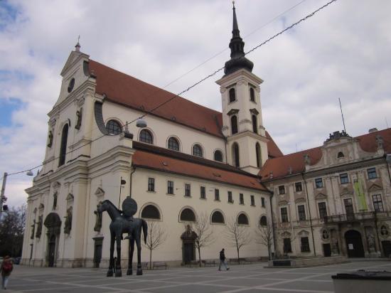 Brno, Republika Czeska: вид справа