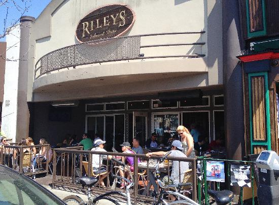 Riley S Pub Grill Outdoor Seating At Belmont