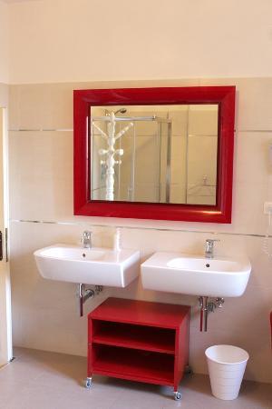 bagno con doppio lavandino - Picture of Almayer - La Locanda della ...
