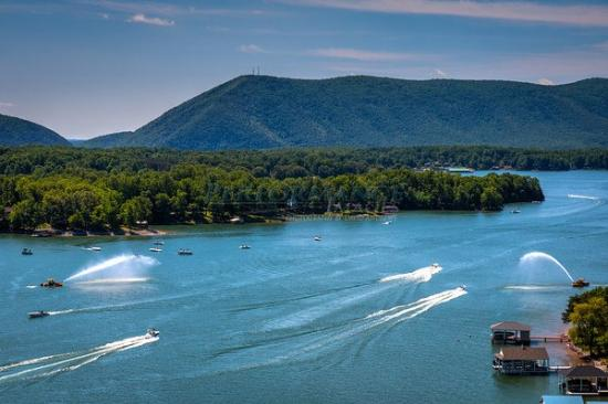 Moneta, เวอร์จิเนีย: Boat activity on Smith Mountain Lake