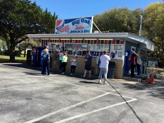 Big Oak Drive In & BBQ: Awesome drive in with shrimp burgers and so many other options