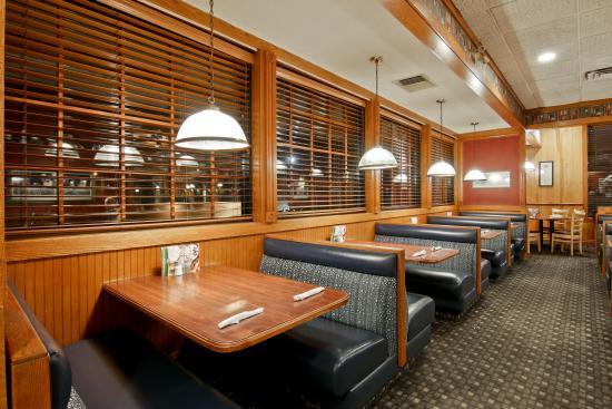Days Inn St. Catharines Niagara: Perkins is open daily 6am-10pm